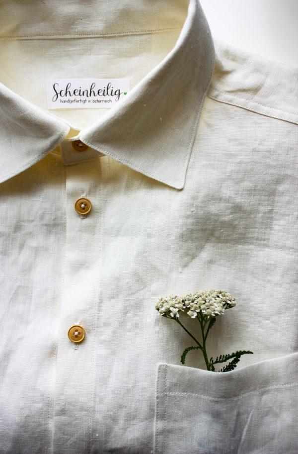 lassisches Herrenhemd mit Abnähern und Brusttasche aus Bio-Leinen